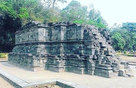 Tempat Wisata Sejarah Candi Surawana di Kediri