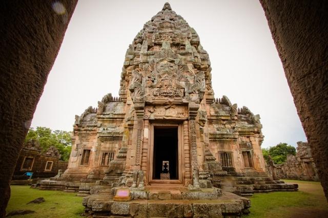 Tempat Wisata Sejarah Phanom Rung di Thailand