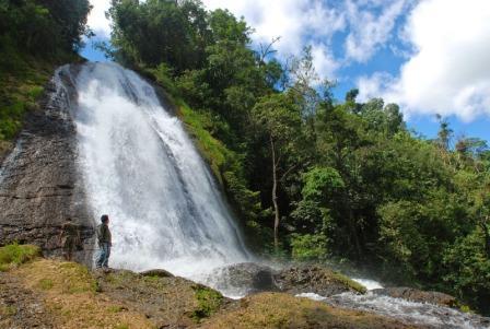 Tujuan Wisata Alam Air Terjun Cihear di Banten
