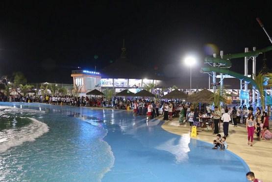 Wahana Bermain Waterboom siwalk di Cirebon
