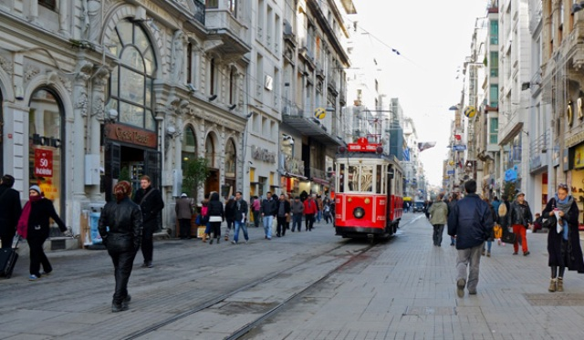 Wisata Belanja di Istiklal Street Turki