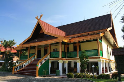 Wisata Budaya di Balai Adat Riau