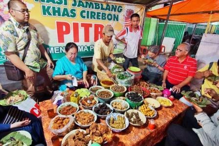Wisata Kuliner Enak Nasi Jamblang Khas Cirebon