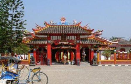 Wisata Menarik ke Vihara Shia Jin Ku Po di Karawang