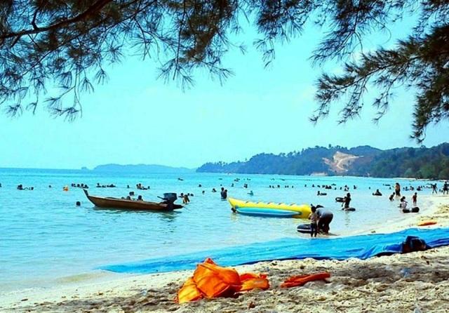 Wisata Pantai Melur di Batam