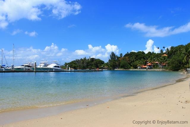 Wisata Pantai Nongsa di Batam