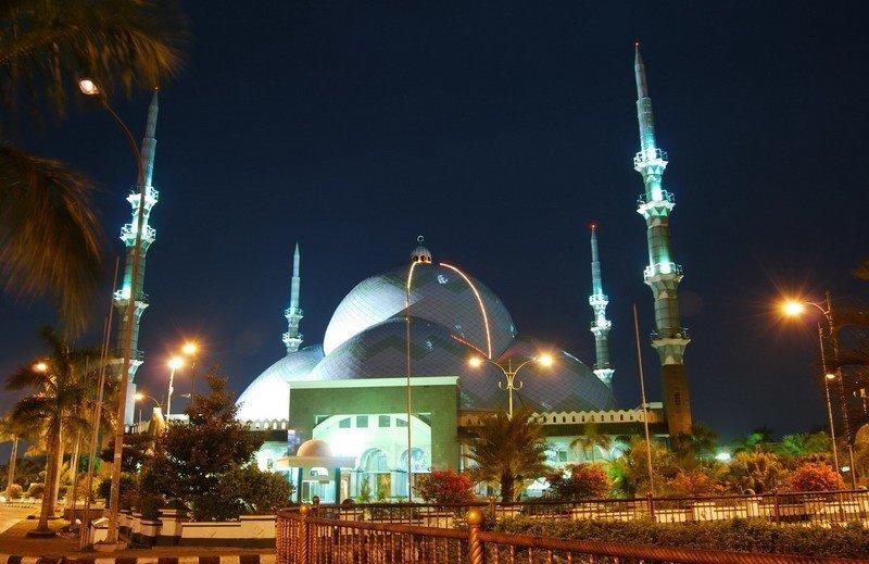 Wisata Religi Masjid Al-Adzom di Tangerang - tempat wisata di Tangerang