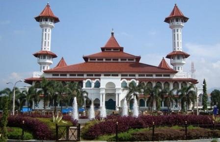 Wisata Religi ke Masjid Agung Cianjur