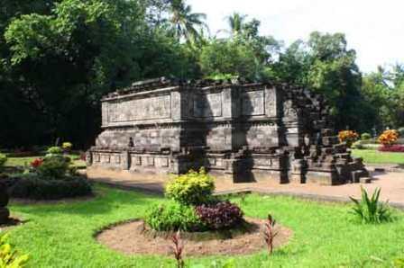 Wisata Sejarah Candi Surowono di Kediri