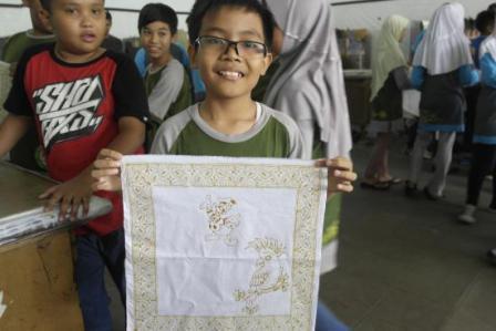 Ajarkan Anak Membatik di Rumah Batik Komar