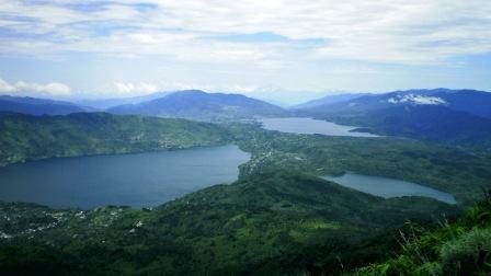 Danau Diateh dan Danau Dibawah ( Danau Kembar )