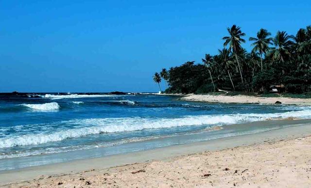 Keindahan Pantai Carita di Banten