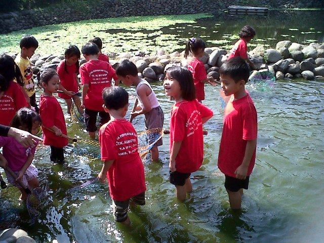 Nangkap Ikan di Telaga Arwana Cibubur