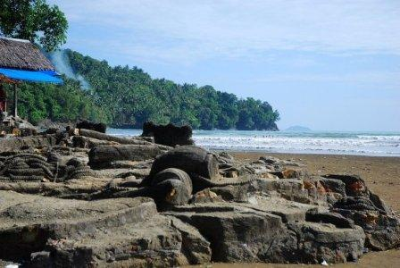 Pantai Aie Manih si Malin Kundang