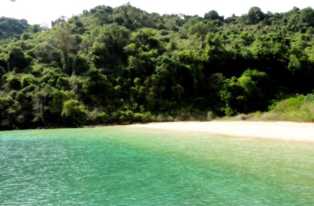 Liburan ke Pulau Nusa Barong