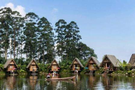 Wisata Alam di Dusun Bambu Family Leisure Park