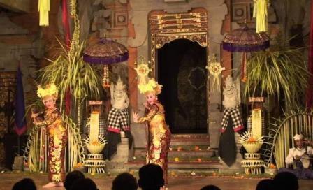 Tari Legong Mahabharata Di Puri Ubud