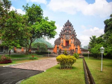 Tempat Wisata Istana Tampak Siring