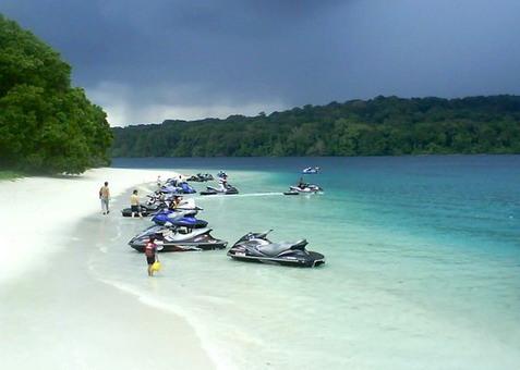 Jalan-jalan di Pinggir Pantai Tanjung Lesung