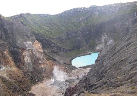 Kawah di Kaldera Puncak Gunung Ciremai