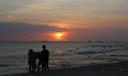 Menikmati indahnya sunset Pantai Tanjung Lesung