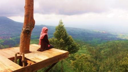 Objek Wisata Gardu Pandang Suroteleng