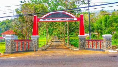 Objek Wisata Hutan Kota Bungkirit Kuningan