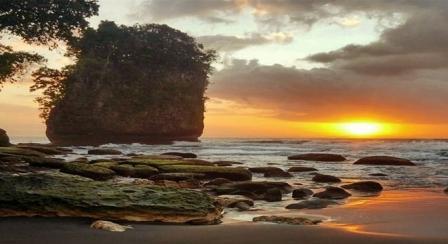 Objek Wisata Pantai Batu Karas Pangandaran