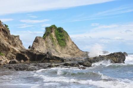 Objek Wisata Pantai karang nini Pangandaran