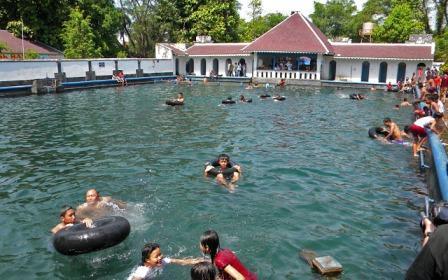 Objek Wisata Pemandian Umbul Pengging Boyolali