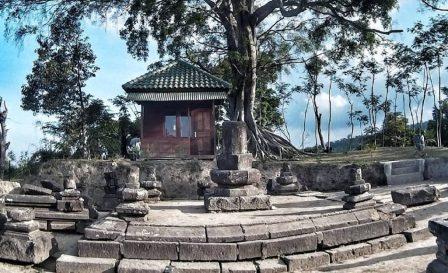 Objek Wisata Sejarah Candi Sari di Boyolali