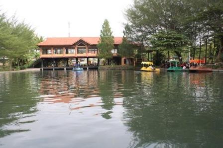 Objek Wisata Taman Air Tlatar Boyolali