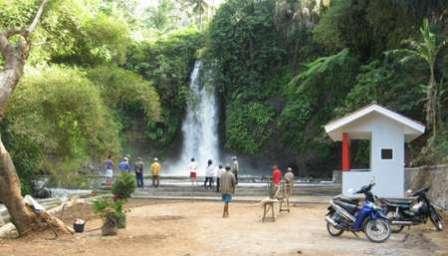 Tempat Wisata Alam Curug Bangkong Kuningan