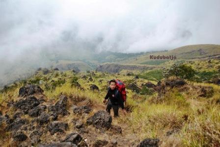 Trekking ke Gunung Rogojembangan di Pekalongan