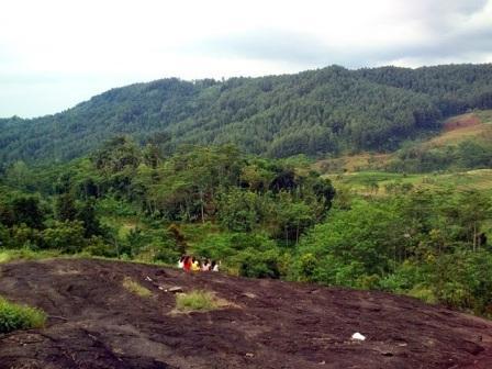 Wisata Misteri Watu Ireng di Pekalongan