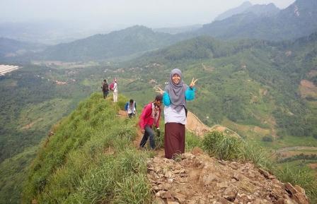 Tempat Wisata Puncak Gunung Batu Sumedang