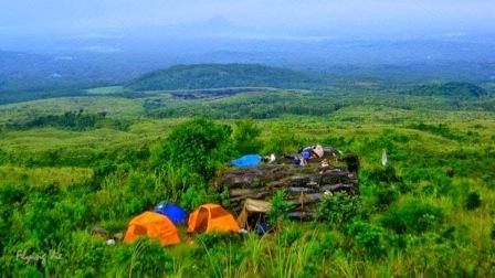 Tempat Wisata Seru Gunung Lemongan Lumajang
