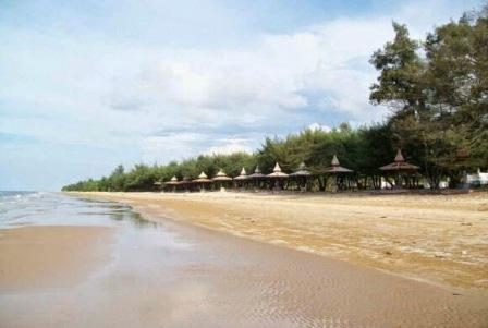 Wisata Pantai Lombang