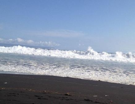 Wisata Pantai Wotgalih Lumajang