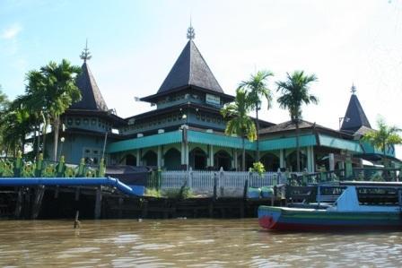 Wisata Religi ke Masjid Sultan Suriansyah
