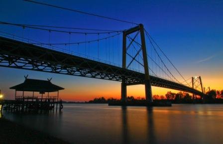 Wisata ke Jembatan Barito