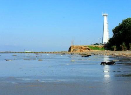 Wisata ke Pantai Sambilangan Madura