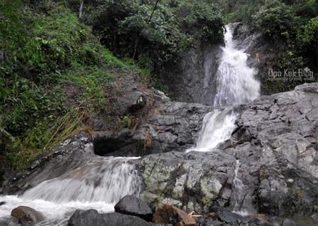 Wisata Air Terjun Kalibanteng Kudus