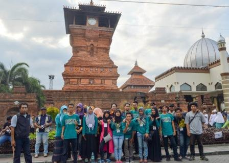 Wisata Releigi Menara Kudus