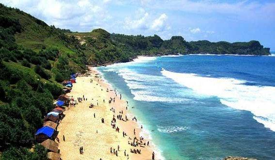 Wisata ke Pantai Nampu