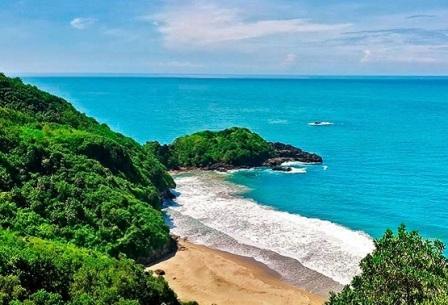 Pantai Surumanis