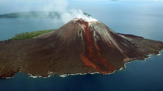 Gunung Krakatau via CNN Indonesia