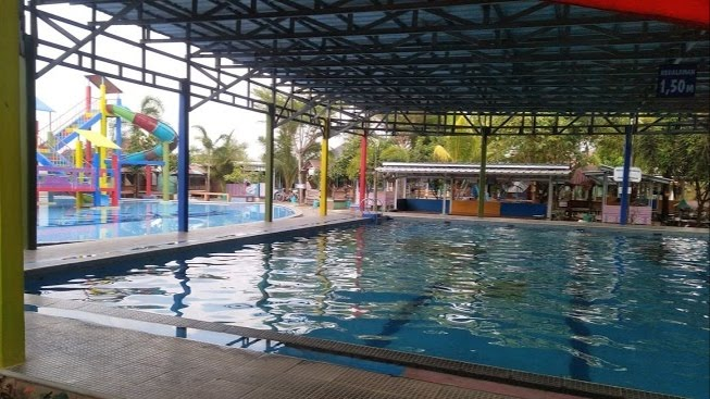 Kolam Renang Alung Indoor via Jayapurnama