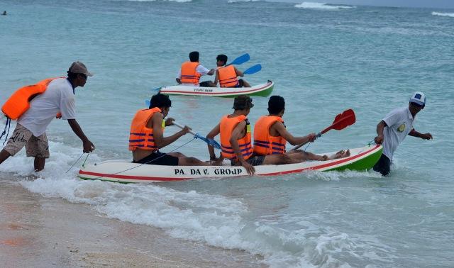 Bermain Kano di pantai pandawa Bali