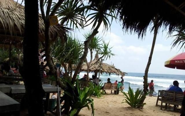 Gazebo-gazebo yang ada di Pantai Indrayanti Jogja